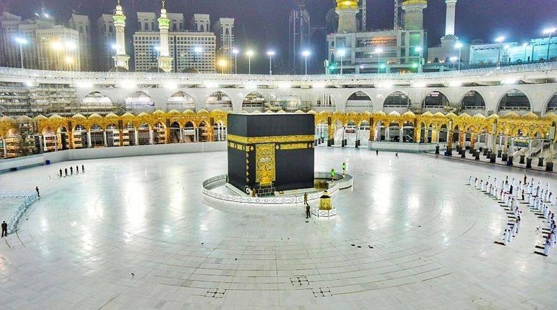 Tangis Imam Masjidil Haram Berkali-kali Pecah di 'Malam Lailatul Qodar'