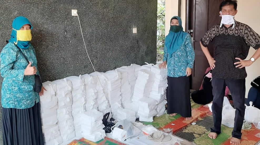 TP PKK Rancaekek Terus Giatkan Gerakan Bersedekah Nasi Box