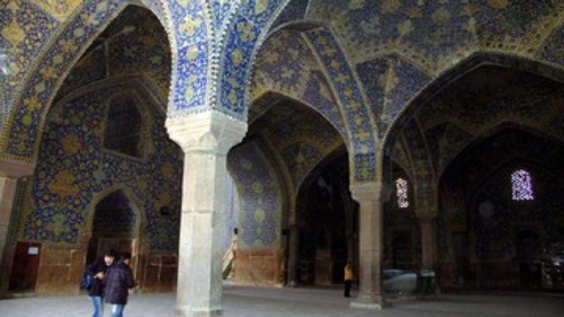 Iran Buka Lagi Masjid Selama 2 Jam saat Malam Lailatulkadar