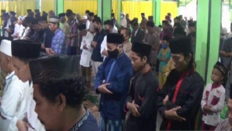 Ratusan Jemaah Salafiyah di Magetan Gelar Salat Idulfitri Sabtu (23/5)