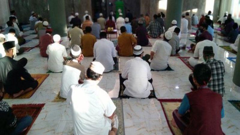 Salat Idulfitri di Masjid Bekasi, Warga Jalankan Protokol Kesehatan