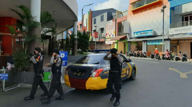 Polisi Awasi 6 Mal di Kota Tasikmalaya dalam Pelaksanaan Tatanan Baru Hidup Normal