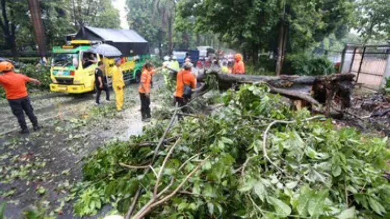 Hujan Es dan Angin Kencang Terjang Kota Bogor, Atlet Pelatnas Bulutangkis Diungsikan