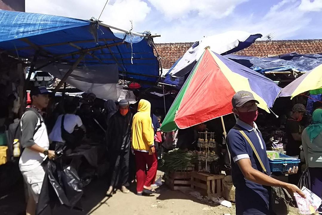 Sehari Jelang Idulfitri Pengunjung dan Pedagang Pasar Soreang Makin Nekad Langgar PSBB