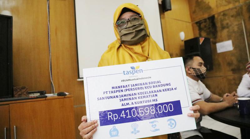 Istri Almarhum PNS Kab. Bandung Dapat Santunan Rp. 410.598.000