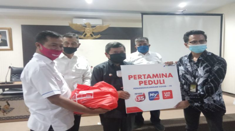 Pertamina Berikan Bantuan 500 Paket Sembako untuk Warga Terdampak Covid-19 di Garut