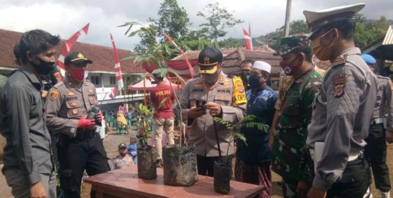 Kapolres Tinjau dan Resmikan Kampung Tangguh di Sadalewih Kec. Pagerageung Kab. Tasikmalaya