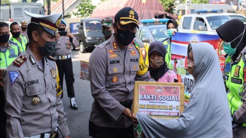 HUT ke-74 Bhayangkara, Polresta Tasikmalaya Bagikan 2.000 Paket Sembako