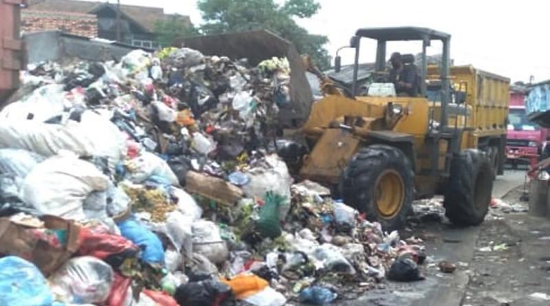 Seminggu 8 Kali, Truk Angkut Sampah dari TPS Pasar Majalaya