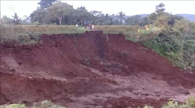 Longsor, Jalan Desa Salawu Tasikmalaya Putus Total
