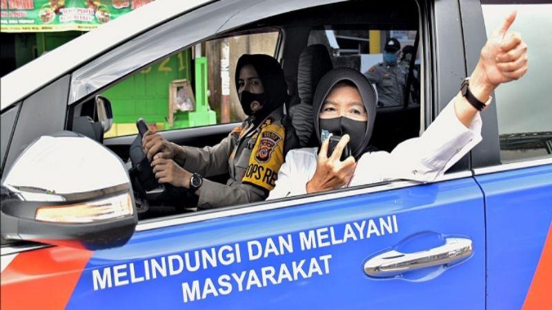 """""""Duet Maut""""  Dua Srikandi Kota Banjar Saat Kegiatan Woro-woro"""