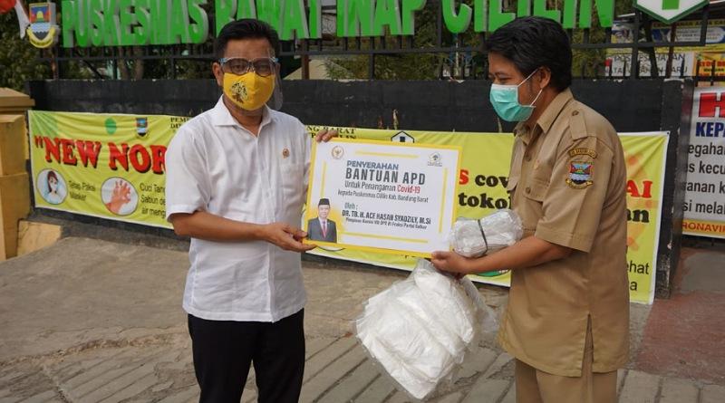 Ace Hasan Salurkan Sembako Bagi Masyarakat Terdampak Covid 19