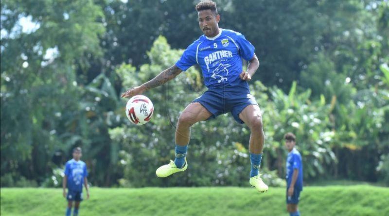 "Kabar ""Pikabungaheun"" bagi Bobotoh,  Wander Luiz dalam Perjalanan Menuju Indonesia"