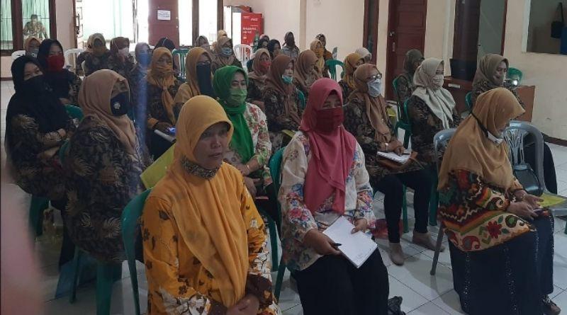 Kader Posyandu Desa Bojongloa Rancaekek Ikuti Pelatihan