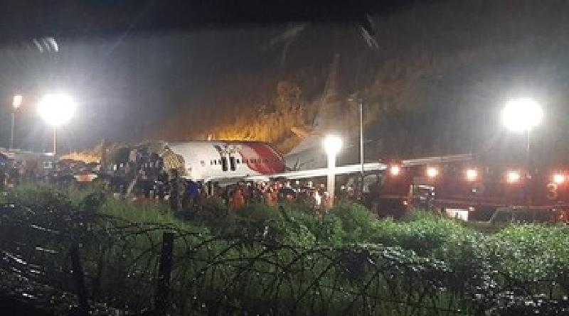 Pesawat Terbelah 2 di India 17 Orang  Tewas
