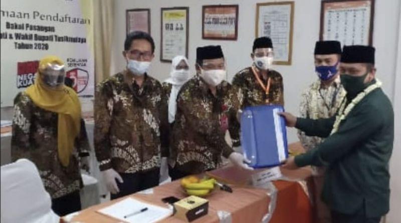 Daftar di Hari Kedua, KPU Kab. Tasikmalaya Minta Paslon Azies-Haris Lengkapi  Persyaratan Pencalonan