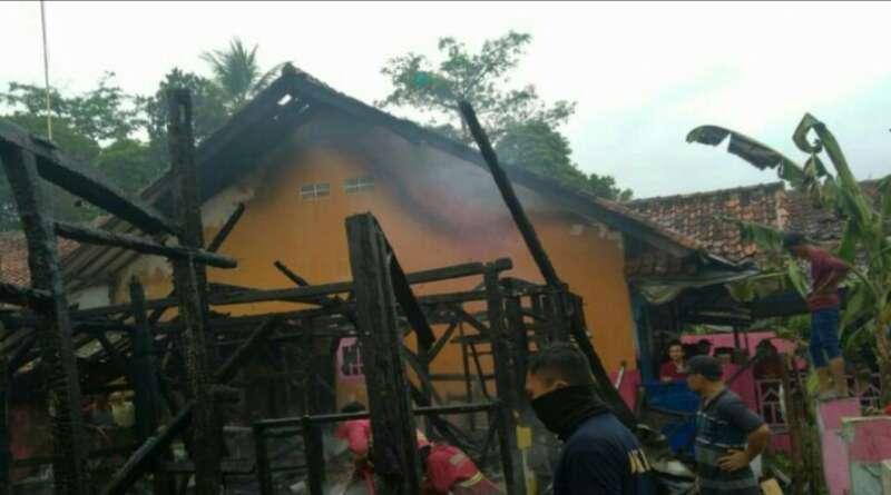 """""""Si Jago Merah"""" Hanguskan Lima Rumah di Cikalongkulon Cianjur"""