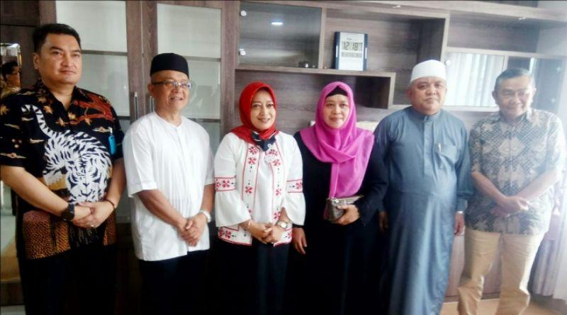 K.H. Sofyan Yahya Berharap Pilbup Bandung tak Ada Konflik, 300  Orang Siap Antar Yena-Atep Mendaftar