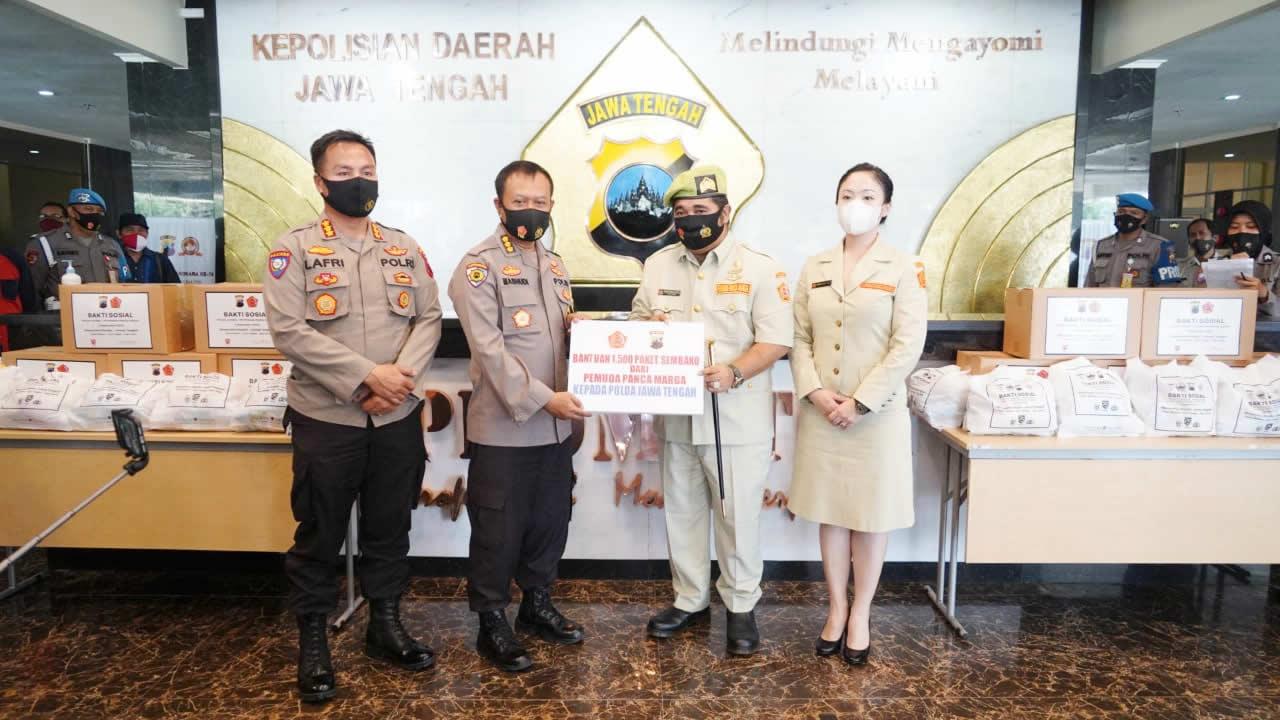 Polda Jateng Bersama Pemuda Panca Marga Beri Bantuan Sembako dan Masker