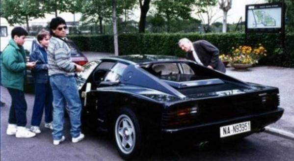 Cerita di Balik Kesuksesan Maradona: Minta Ferrari Warna Hitam yang Tak Pernah Dibuat Pabriknya