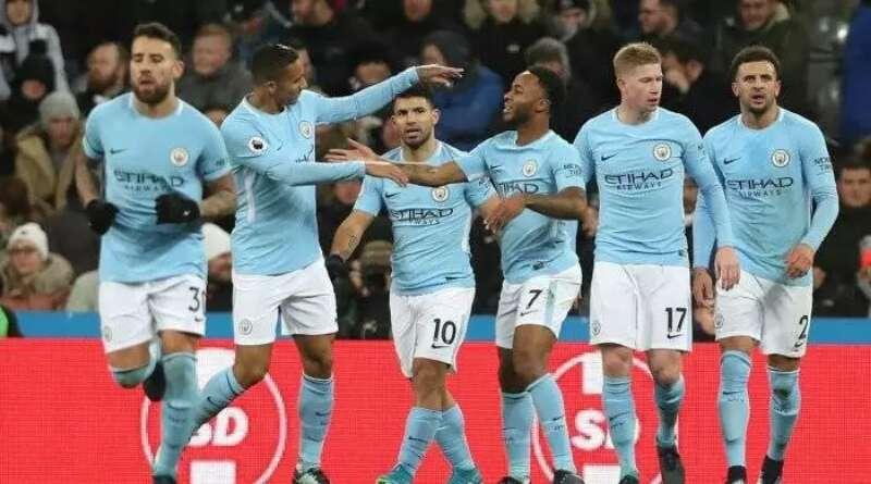 BOLA MANCA: Hattrick Mahrez Bawa Man City Gusur Posisi Man United & Arsenal
