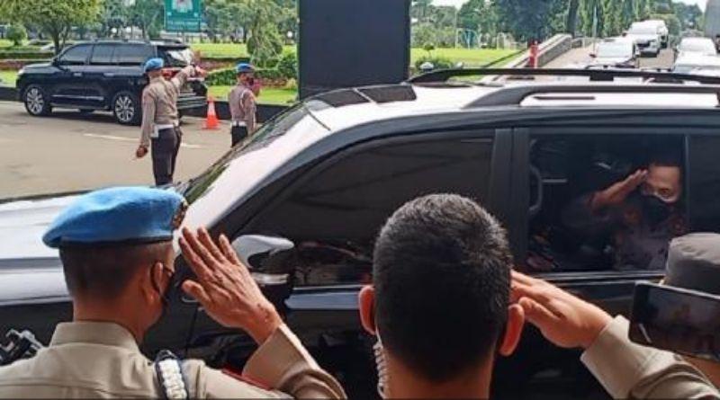 Disetujui Jadi Kapolri, Komjen Listyo Sigit Tinggalkan Gedung DPR dengan Gaya Hormat