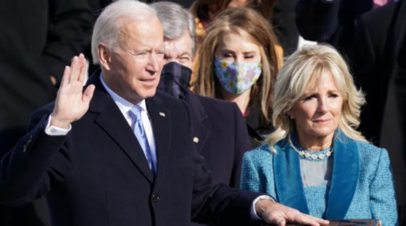 Joe Biden Dilantik Jadi Presiden AS ke-46 Pakai Alkitab Berusia Ratusan Tahun