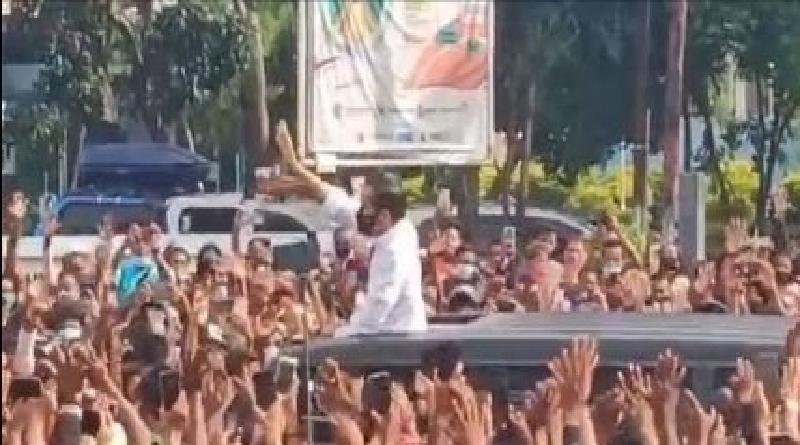 Kerumunan di Kunjungan Jokowi: Bukan Soal Hukum, Tapi Publik Perlu Contoh