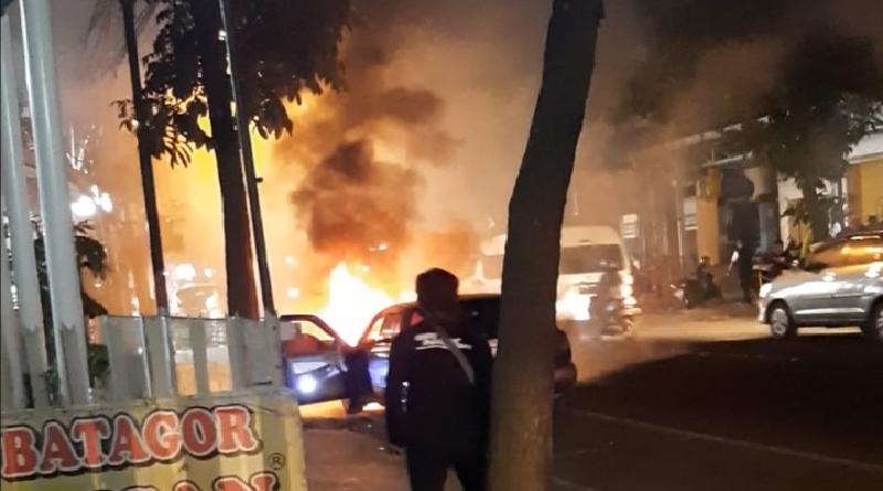 Pemilik ke ATM,  Sedan Hangus Terbakar