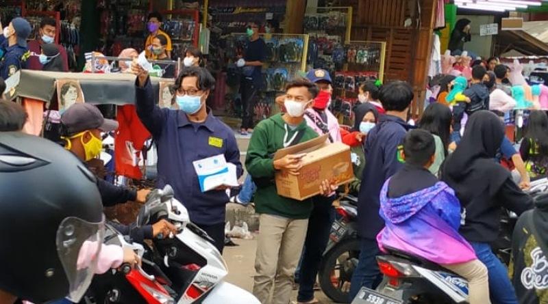 Karang Taruna Desa se-Kecamatan Majalaya Bagikan 3000 Masker di Penghujung Ramadan 1442 H