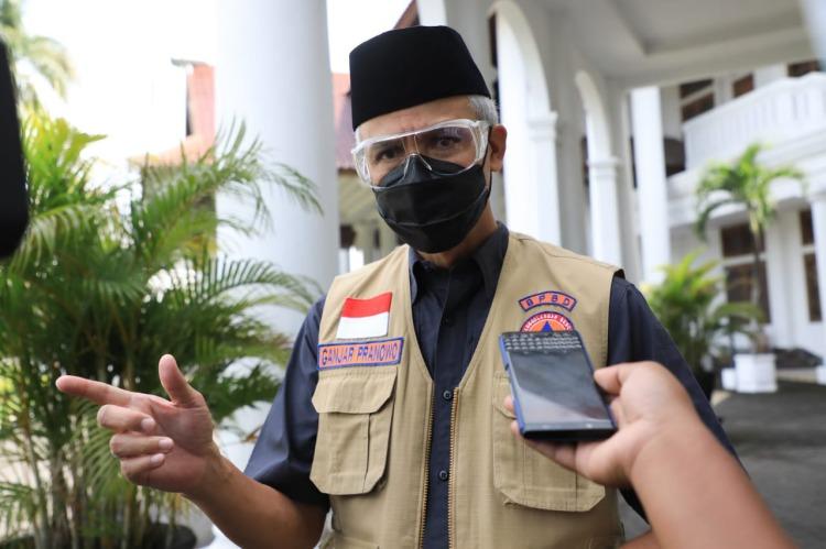 Ganjar Mohon Orang Tua Mahasiswa/i Agar Ijinkan Anaknya bantu Tangani Pandemi
