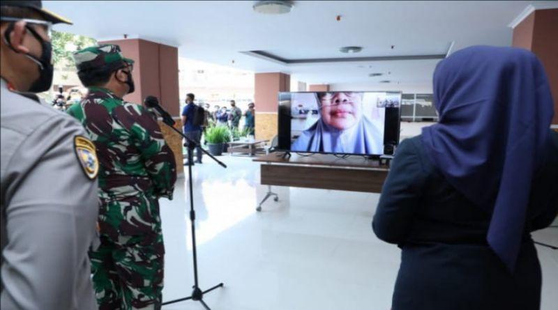 Panglima TNI Semangati Pasien Covid-19 Jalani Isolasi Terpusat di Bandung