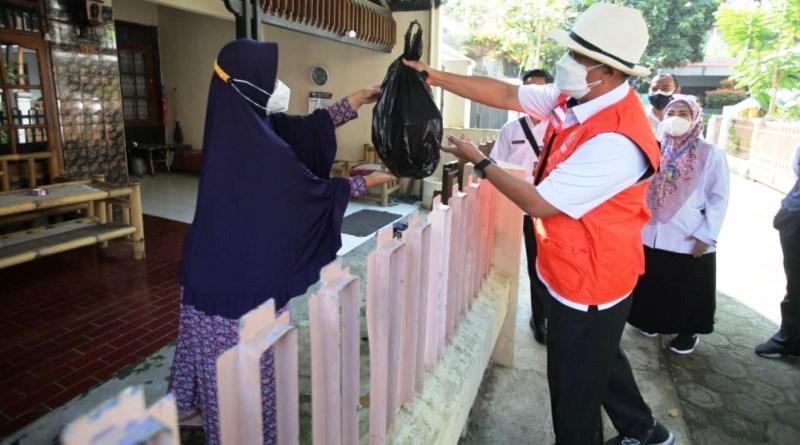 Warga RW 06 Kelurahan Maleber Kota Bandung Gotong Royong Atasi Covid-19