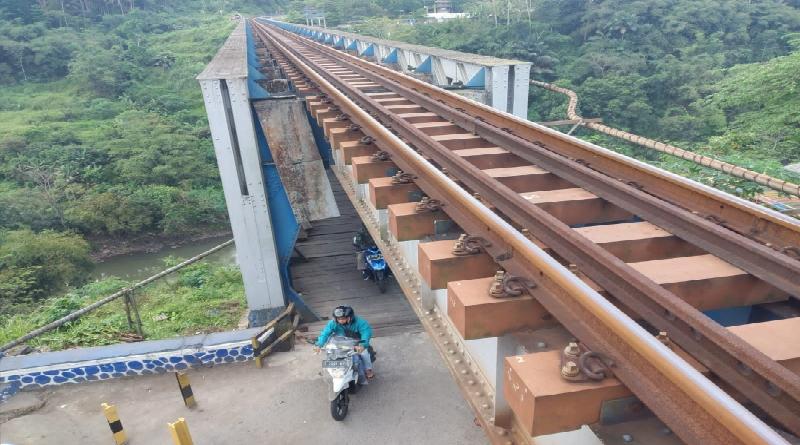 Menelusuri Jembatan Cirahong (2): Kerap Dikaitkan dengan Cerita Horor dan Mistis