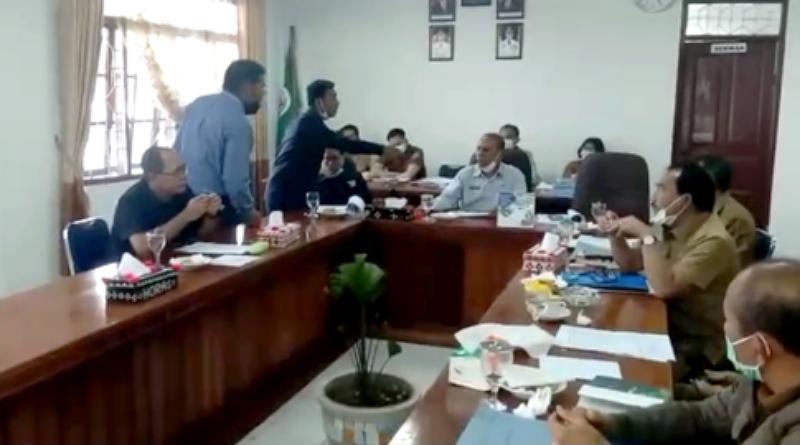 Sidang Perubahan APBD Ricuh, Ketua DPRD Disiram Teh Panas