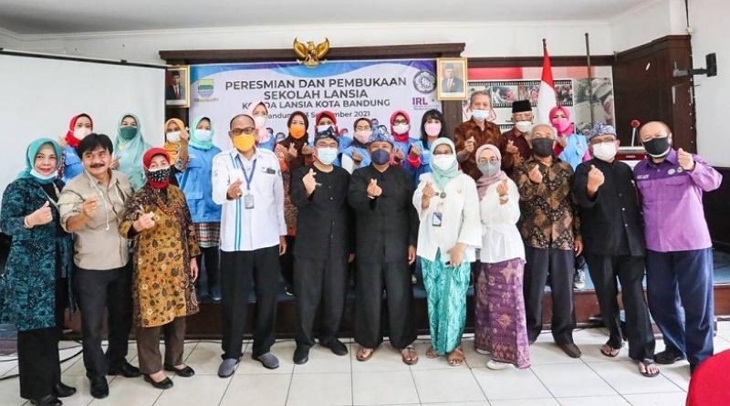 Pemkot Bandung Tambah 4 Sekolah Lansia